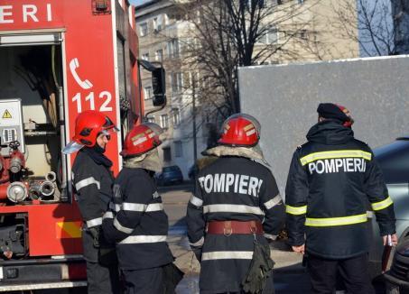 Incendiu într-o clădire dezafectată din Oradea, o femeie de 40 de ani a fost rănită uşor