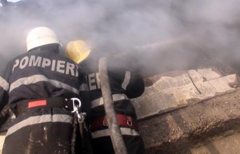 ISU Crişana către tinerii bihoreni: Faceţi şcoala de pompieri, veţi avea un loc de muncă stabil şi un salariu cu care să vă întreţineţi familia!