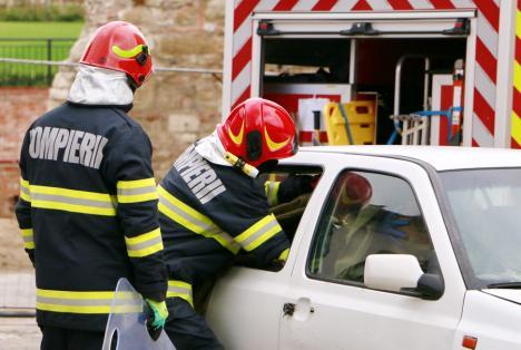 De ziua lor, pompierii îşi deschid porţile. Demonstraţii de intervenţii, în curţile subunităţilor din Bihor