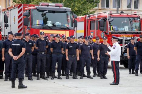 Doi pompieri ai ISU Crişana au plecat să ajute la stingerea incendiilor în Grecia(FOTO)