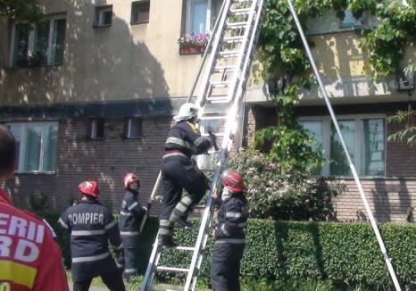 Orădeancă salvată de pompieri, după ce i s-a făcut rău și a rămas imobilizată la pat
