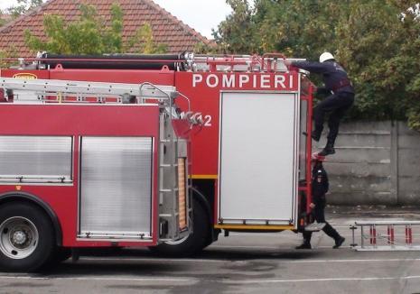 Bunicuţă căzută în casă, salvată de pompierii din Oradea