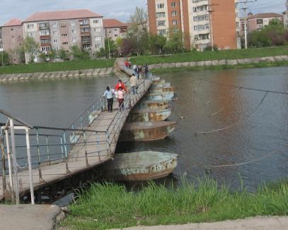 Cadavru descoperit lângă Podul de pontoane