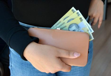 Contribuţiile sociale vor fi datorate de angajat, dar plătite de angajator