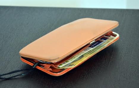Ai pierdut un portofel plin cu bani în Beiuş? Îl găseşti la Poliţie!