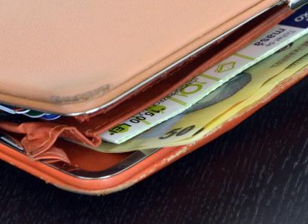 Un deţinut din Penitenciarul Oradea, ieşit la muncă, a returnat un portofel găsit pe stradă
