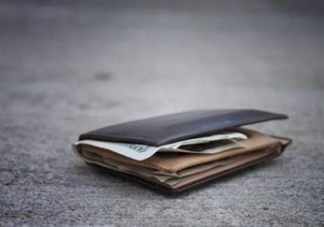 Un student din Beiuş a fost felicitat public de conducerea Poliţiei Bihor după ce a returnat un portmoneu