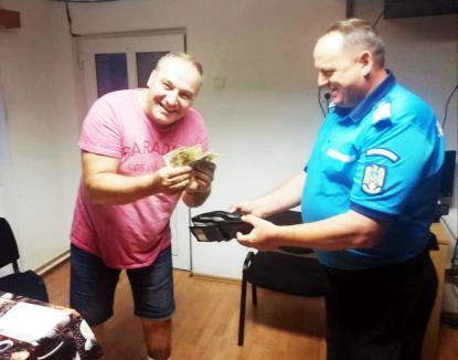 Jandarmii din Stâna de Vale au întors din drum un turist din Dej pentru a-i returna portofelul cu toate actele şi aproape 1.000 lei