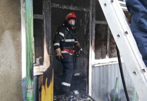 Foc devastator în Pocluşa de Barcău: O femeie a fost rănită într-un incendiu care i-a distrus casa