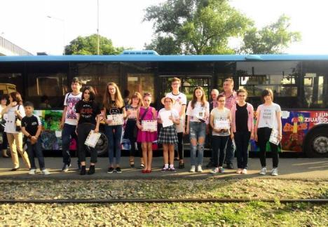 Un nou autobuz cu desene realizate de copii va circula prin Oradea