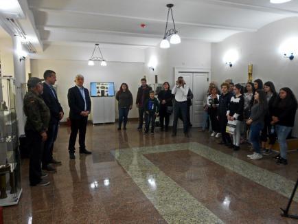 """""""Fenomenul Trench Art"""", noua expoziție de la Muzeul Țării Crișurilor, a fost deschisă publicului (FOTO)"""