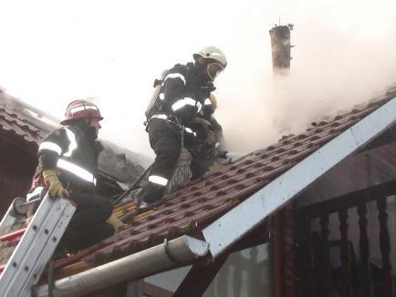 Cinci incendii în numai șase zile: Acoperișul unei case din Valea lui Mihai mistuit de flăcări