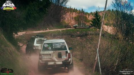 Pasionați de mașini și de... fapte bune: 160 de persoane au primit cadouri de la Asociația West Alpine Off Road (FOTO)