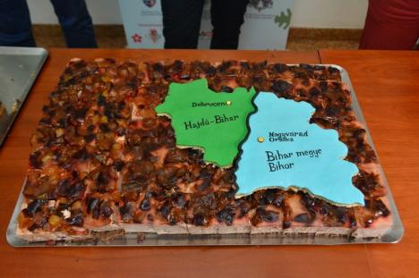 Delicii cu mac, nucă, mere şi prune. Orădenii sunt invitaţi să guste, gratuit, prăjitura Oradiei şi tortul judeţului Bihor (FOTO)