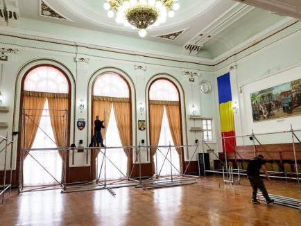 Au început pregătirile! Coroana, sceptrul şi mantia Regelui Ferdinand vor fi expuse la Primăria Oradea