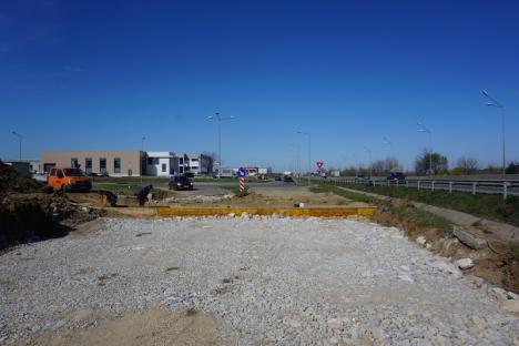 Prelungirea drumului din strada Anghel Saligny a intrat în faza amplasării bordurilor (FOTO)