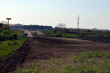 S-au turnat cei 92 de piloţi care vor susţine viaductul drumului rapid de la ieșirea din Oradea spre Biharia (FOTO / VIDEO)