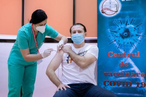 Premierul Florin Cîţu s-a vaccinat anti-Covid: 'Rămânem la obiectivul nostru, 10.400.000 de români vaccinaţi până în septembrie' (VIDEO)