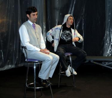 Relaţiile părinţi-copii, 'dramatizate' într-o premieră teatrală la Oradea