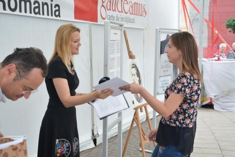 'Dragă Românie...': Elevi bihoreni premiaţi pentru eseuri despre ce îi doresc ţării (FOTO)