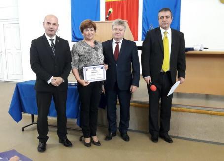 Cercetătorii tineri ai Universităţii şi profesorii abilitaţi, premiaţi (FOTO)