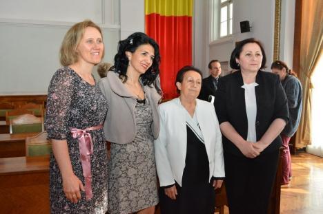 Premierea asistenţilor medicali merituoşi în prezenţa ministrului Sorina Pintea, 'colorată' în roşu de activişti PSD şi bruiată de protestatari, la Oradea (FOTO/VIDEO)
