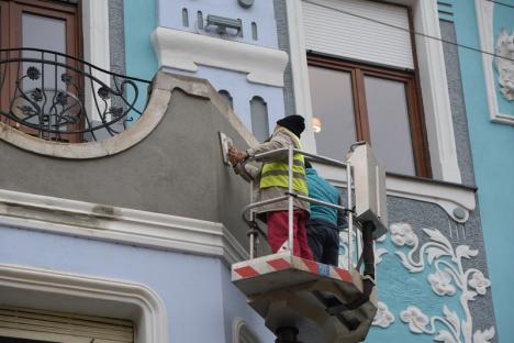 Ghici ciupercă cine! Palatului Moskovits Miksa din Oradea a început să-i crape fața (FOTO)