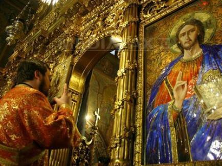 Doi preoţi din Buzău s-au luat la bătaie în biserică, pentru bani