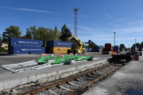 Cu TIR-ul pe şine. TX Logistik şi-a inaugurat noua legătură feroviară cu Germania pornind din intermodalul de la Oradea (FOTO / VIDEO)