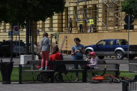 A început relaxarea! Orădenii au ieşit în stradă într-un număr mare, profitând de îmblânzirea restricţiilor (FOTO / VIDEO)