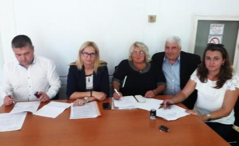 PNDL 2: Primăriile Ceica, Sâmbăta, Lăzăreni şi Pocola au semnat contractele pentru drumuri