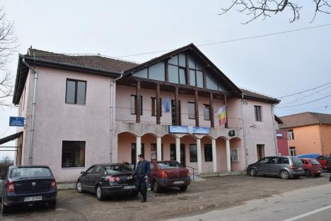 Crâşmăriţă la DNA: Una dintre protejatele primarului din Holod este anchetată pentru fraude cu fonduri europene