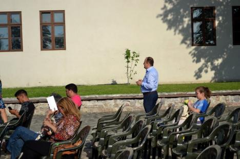 Bate vântul! 'Primăvara din grădină' a început vineri seară fără public în Cetatea Oradea (FOTO/VIDEO)