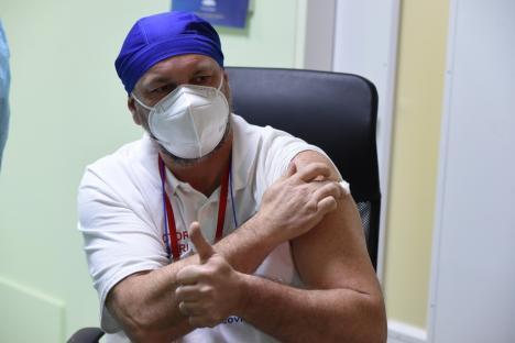 """Medicii orădeni îndeamnă la vaccinare: """"Este o şansă de care trebuie să profităm' (FOTO / VIDEO)"""