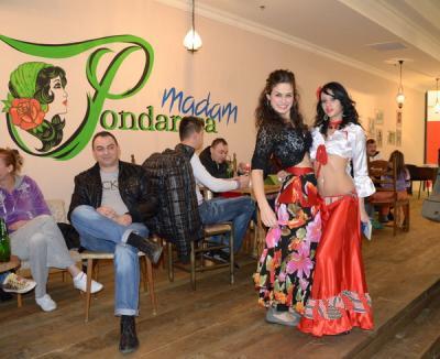 Relaxare cu noroc la cafeneaua ţigănească Madam Pondarosa! (FOTO)
