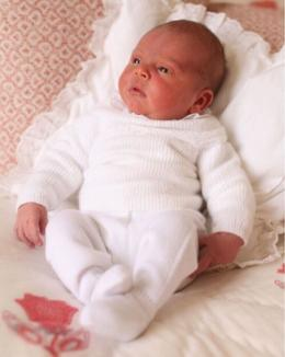 Primele imagini cu bebeluşul regal, alături de prinţesa Charlotte