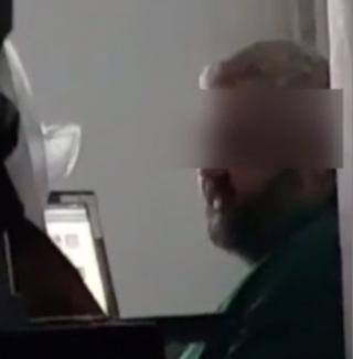 Profesor de la FMF Oradea, filmat de studenţi în timp ce fuma în sala de curs (VIDEO)