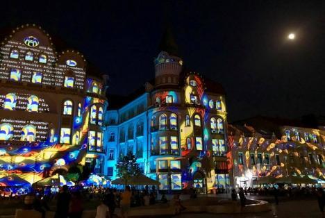 Show în Piaţa Unirii: Orădenii sunt aşteptaţi la proiecţiile Art Nouveau pe trei clădiri, însoţite de acrobaţii la înălţime (VIDEO)