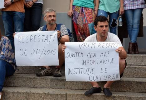 Reacţie după protest: Consiliul Judeţean spune că actorii Teatrului Regina Maria au salarii cu 1,1% mai mici ca la Filarmonică