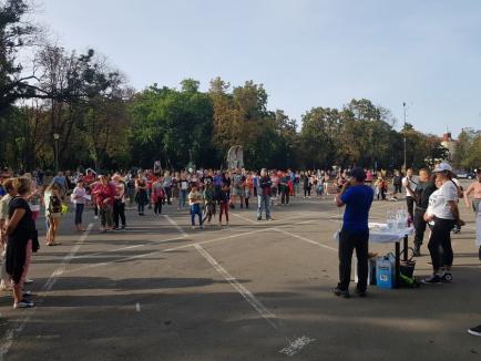Protest împotriva 'botniţei' pentru copii, în Oradea. Deşi legea o impune, protestatarii nu poartă măşti (FOTO / VIDEO)