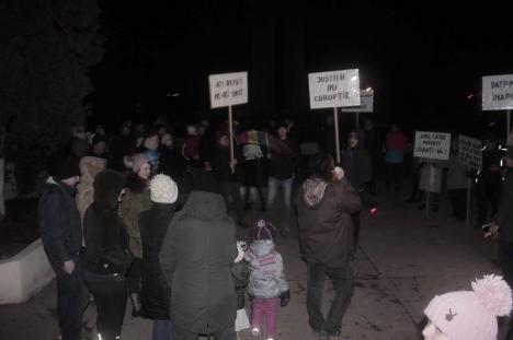 'Aţi reuşit, ne-aţi unit'. Şi locuitorii din Beiuş au protestat împotriva guvernanților și a modificării legilor justiţiei (FOTO)