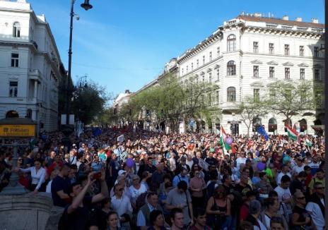 'Victator!': Zeci de mii de oameni au protestat în Ungaria, contestând alegerile câştigate de Orbán