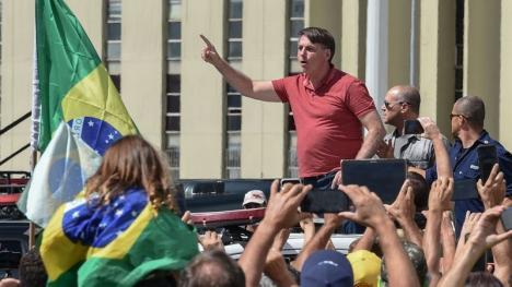 Președintele Braziliei a participat la un protest împotriva restricțiilor impuse din cauza pandemiei de Covid-19 (VIDEO)