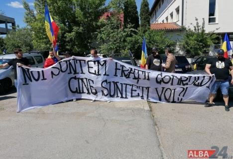 """Protest la Sebeș, împotriva """"tăierilor abuzive din timpul stării de urgență"""". Printre participanți, și bihoreni (FOTO / VIDEO)"""