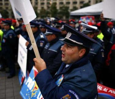 Poliţiştii, supăraţi pe Liviu Popa: sindicatul îi cere demisia