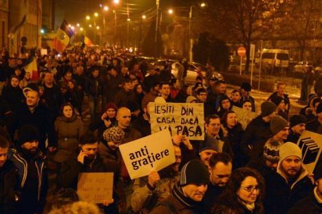 Orădenii, chemaţi iar la protest: Joi seară se va mărşălui din centru până în Rogerius!