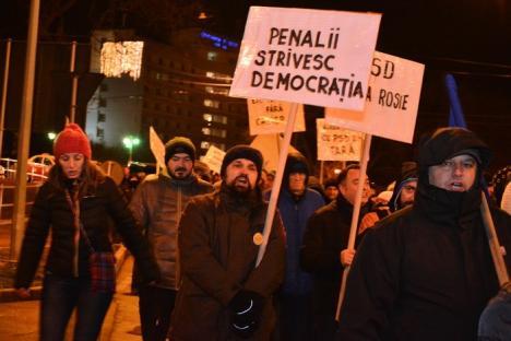 Orădenii, chemaţi din nou la protest: 'Să ne facem cadou de sărbători democraţia!'