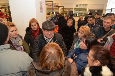 Comercianţii au protestat împotriva chiriilor prea mari şi temperaturilor prea mici din Piaţa Rogerius (FOTO)