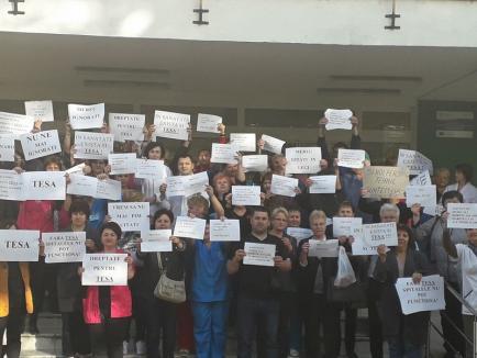 Protest la Spitalul Municipal: 250 de angajaţi au cerut modificarea legii salarizării (VIDEO)