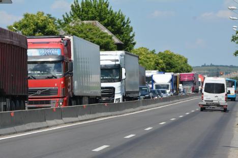 Claxoane împotriva abuzurilor: 100 de camioane şi TIR-uri la protestul transportatorilor pe artere circulate din Oradea (FOTO / VIDEO)